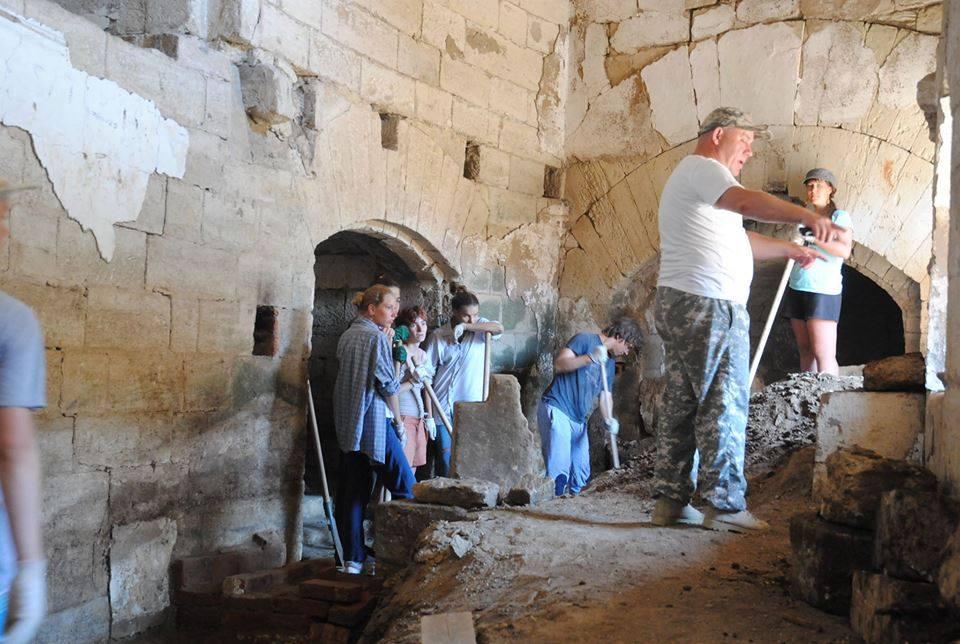 Работы по расчистке в одном из фортов крепости «Керчь»