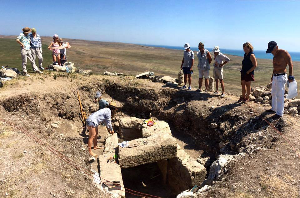 Монументальный каменный склеп обнаруженный во время раскопок некрополя Китея